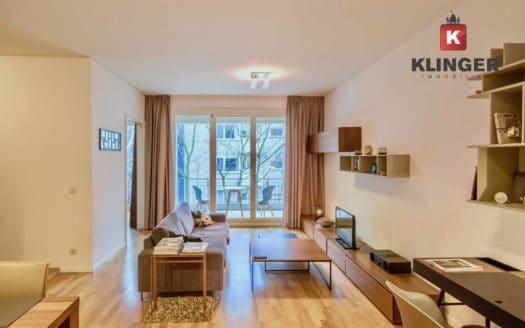 Wohnzimmer mit Balkonzugang